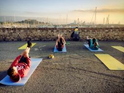 "Outdoor training in Antibes with MY Nirvana CREW | Challenging abdominal exercise called ""single leg stretch"""